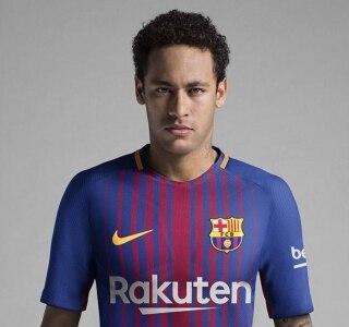 Com Neymar de modelo 671ad1cdf4595