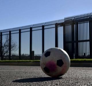 Câmara dos EUA aprova verba para iniciar muro na fronteira com o México