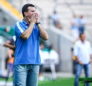 Técnico do Grêmio culpa 'falta de malandragem' por derrota de virada