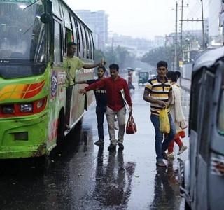 Ciclone obriga 300 mil a deixarem suas casas em Bangladesh