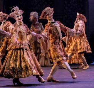 Pela 1ª vez no balé moderno, dançarina trans integra corpo de baile feminino de cia. internacional