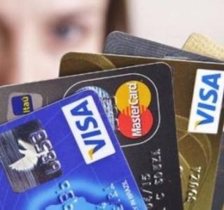 Uma em quatro famílias tem dívidas atrasadas no Brasil, aponta CNC