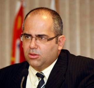 Ayrton Vignola AE