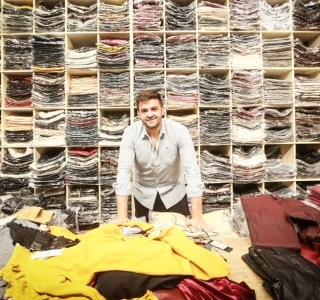 Ex-camelô agora é dono de marca de roupa - Economia - Estadão 1d2436a75c8