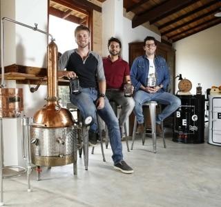Gim em alta cria 'onda' de destilarias artesanais
