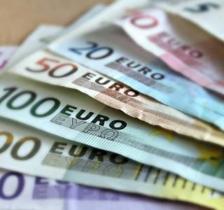 Funcionário de banco alemão passa metade do ano contando 1 milhão de moedas deixadas como herança