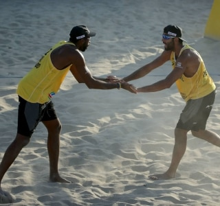 Evandro e Pedro Solberg vencem final e conquistam Grand Slam de Long Beach