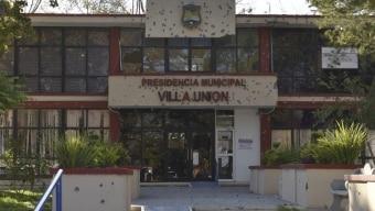 A fachada da Prefeitura de Villa Union, repleta de marcas de bala Foto: Gerardo Sanchez/ AP