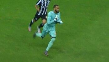 Everson-Ceni   Goleiro fã de Rogério Ceni faz gol de falta no Corinthians 6cdc94794df9e