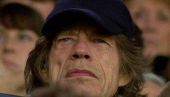 95a7cfb4ca Pé-frio  Mick Jagger acompanha PSG e Liverpool no Parque dos Príncipes