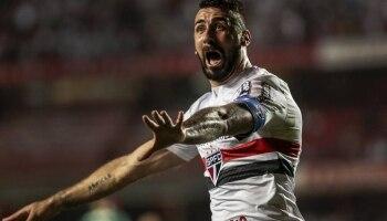 d7831a9de3297 São Paulo comemora invencibilidade contra o Palmeiras  dançando valsa