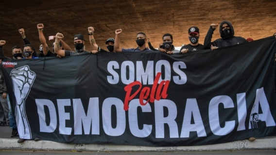 O movimento Somos Democracia nasceu de forma autônoma dentro da torcida do Corinthians. Foto: Nelson Almeida/AFP