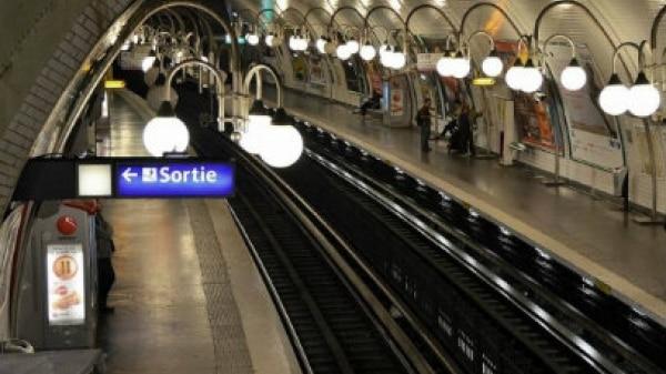 Bebê nascido em metrô ganha transporte grátis