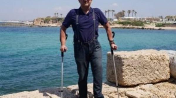 Conheça Luiz Thadeu, o homem que rodou 140 países de muletas após acidente