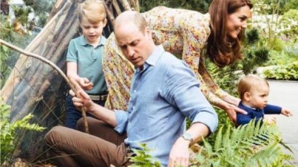 William e Kate visitam jardim criado com ajuda dos filhos