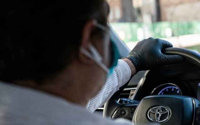 Motorista do Uber em Nova York: empresa viu queda na receita