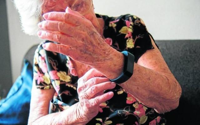 Relógio LinCare é um meio de monitorar a saúde dos idosos