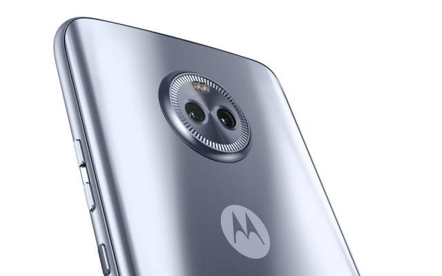 O Moto X4 conta com duas lentes na parte traseira do aparelho – uma com autofoco e resolução de 12 megapixels e outra grande-angular (campo de visão de 120 graus) com 8 megapixels de resolução