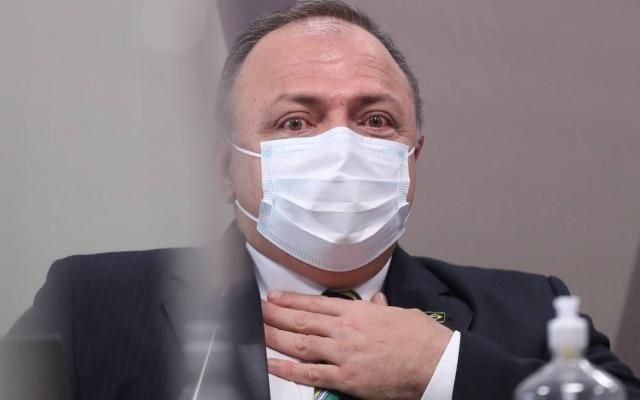 O ex-ministro da SaúdeEduardo Pazuello durante depoimento na CPI da Covid; general vestia terno e gravata