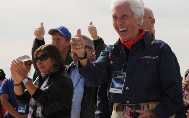 Wally Funk viajará com Bezos, seu irmão e um vencedor de um leilão no primeiro voo espacial tripulado da Blue Origin