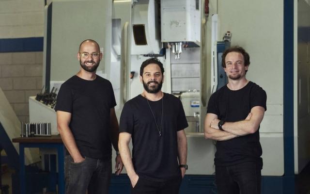 Fundada por Paulo Navarro, Thiago Teixeira Petrone e Bruno Diesel Gellert(esq. para dir.), a startup Peerdustry quer digitalizar a indústria brasileira