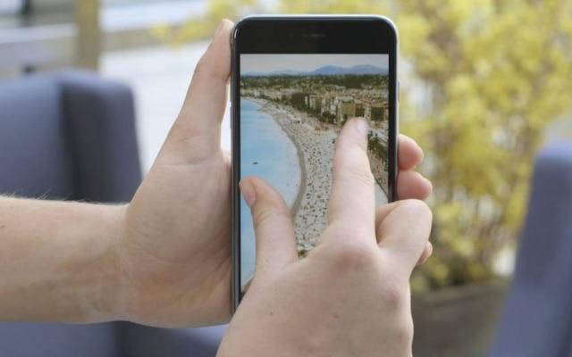 """Para dar zoom no Instagram, basta apenas usar os dedos para """"afastar"""" a imagem da tela"""