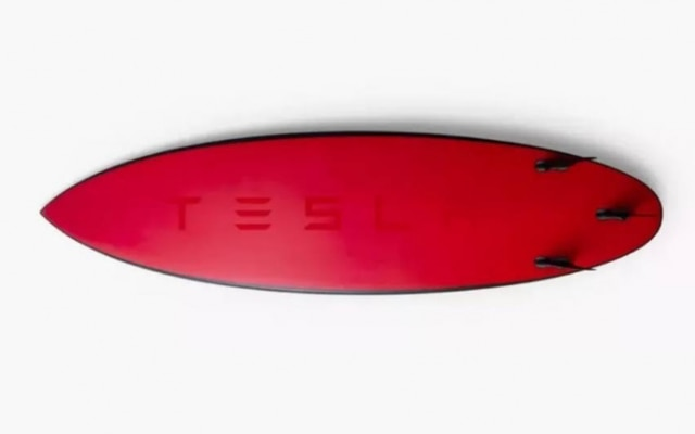 Esgotada, prancha da Tesla já é vendida por até US$ 5 mil no eBay