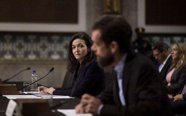 Sheryl Sandberg, chefe de operações do Facebook e Jack Dorsey, presidente do Twitter tiraram dúvidas de congressistas dos EUA