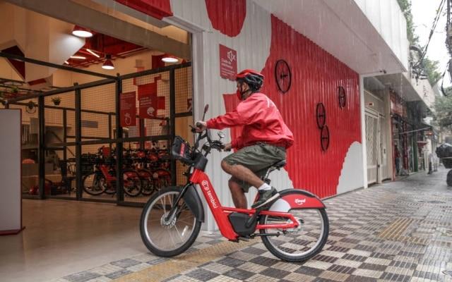 As bikes utilizadas no programa podem chegar a 25 km/h, com bateria com autonomia de 60km e são da Tembici