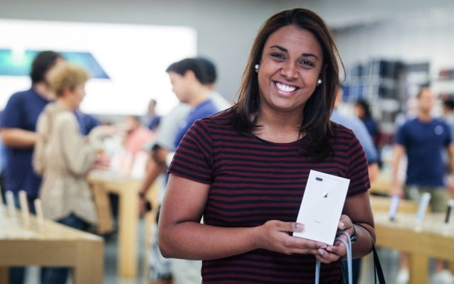 Fã da Apple, Marina Haj troca de iPhone todo ano