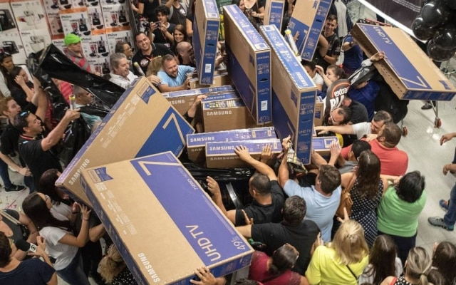 Comprando online, dá pra evitar filas e empurra-empurra, mas ainda assim pode haver problemas na Black Friday