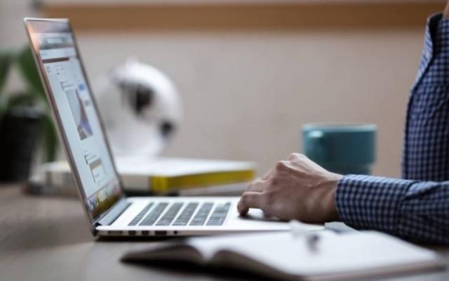 A pesquisa também revelou que69% da população utiliza internet fixa em casa