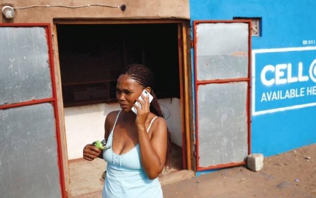 Mercado africano tem hoje 419 milhões de linhas móveis com conexão à internet ativas, diz consultoria.