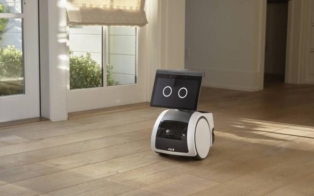 O robô também faz videochamadas, identifica sons,tem reconhecimento facial e aviso de possíveis 'estranhos' na casa