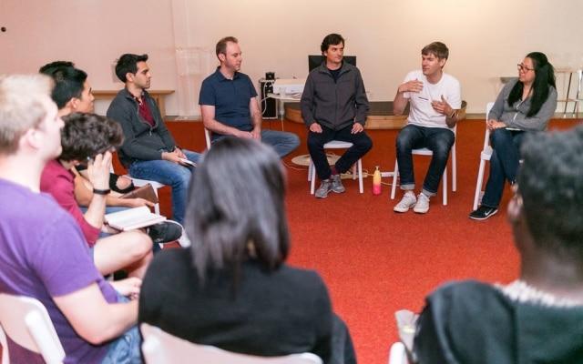 Dalton Caldwell, sócio da YC, durante reunião com fundadores de startups