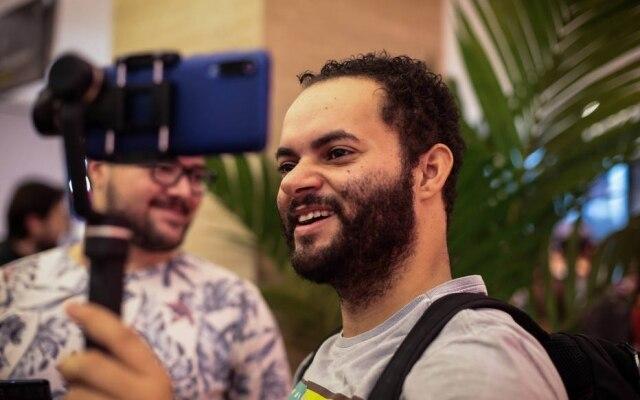 Igor Silva, moderador do grupo Xiaomi Brasil 2.0, fez 'live' no Facebook durante abertura da loja da Xiaomi em São Paulo