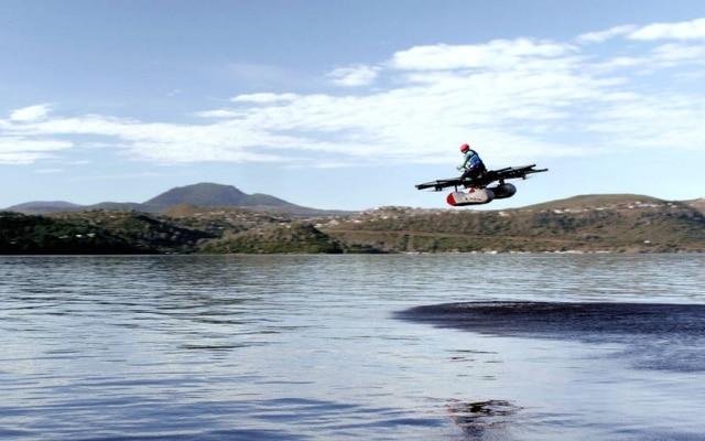 O carro voador Kitty Hawk sobrevoou um lago em San Francisco