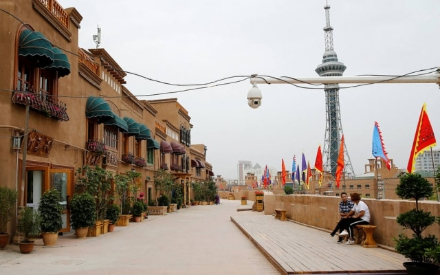 Câmera de segurança em região reconstruída na cidade deKashgar