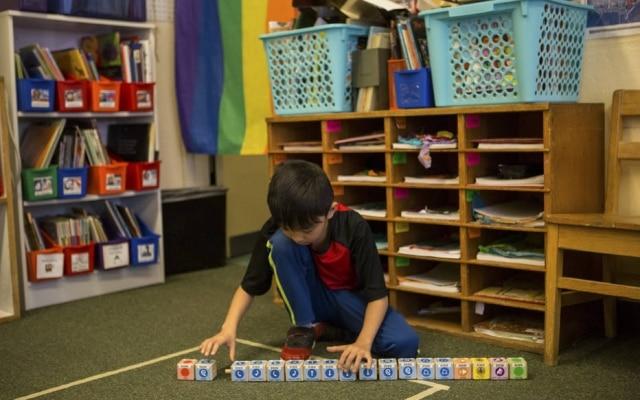 Criança deve aprender lógica de comandos