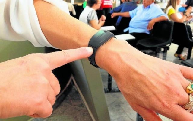 Pulseira inteligente usada por pesquisadores da Unicamp registra tempo de sono de pacientes automaticamente