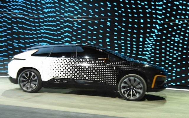 A fabricante de automóveis Faraday Future revelou o seu primeiro automóvel: o FF 91. Ele é totalmente elétrico, consegue alcançar altas velocidades rapidamente e ainda consegue estacionar sozinho. O preço, porém, não foi revelado.