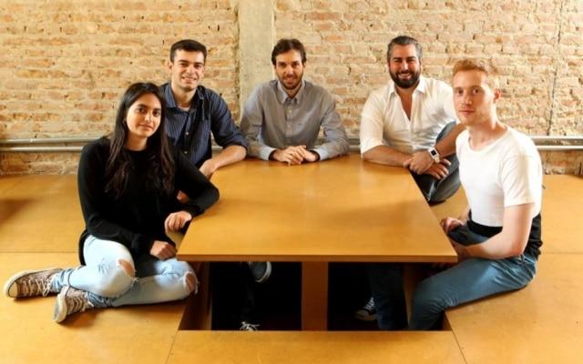 Frederico Rizzo (ao centro), ao lado de seus sócios na Broota