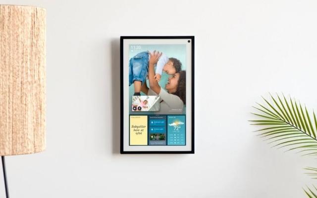 AEcho Show 15 consegue detectar qual é o membro da casa que está diante do quadro e, por reconhecimento, mostra as atividades específicas daquele usuário