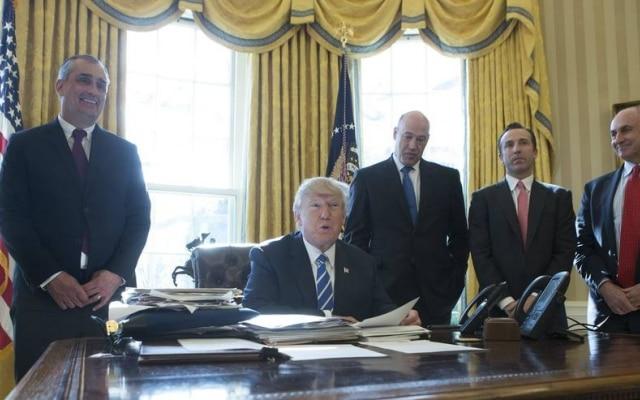 Brian Krzanich, presidente da Intel, em reunião com Donald Trump