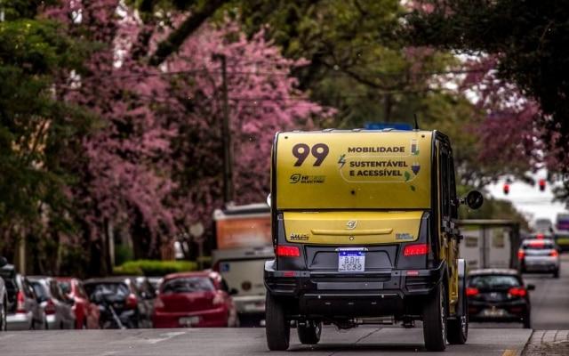 Os testes com o carro elétrico da 99 em Curitiba vão até o dia 18 de agosto