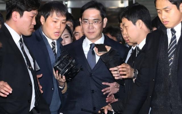Ao centro, o herdeiro da SamsungJay Y. Lee