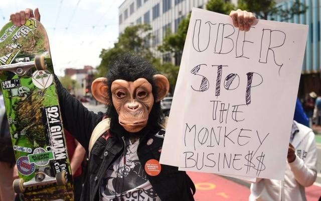 Motorista do Uber protesta em frente àsede da empresa em São Francisco (EUA)