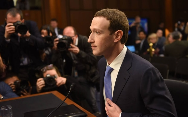 Zuckerberg durante audiência no Senado americano