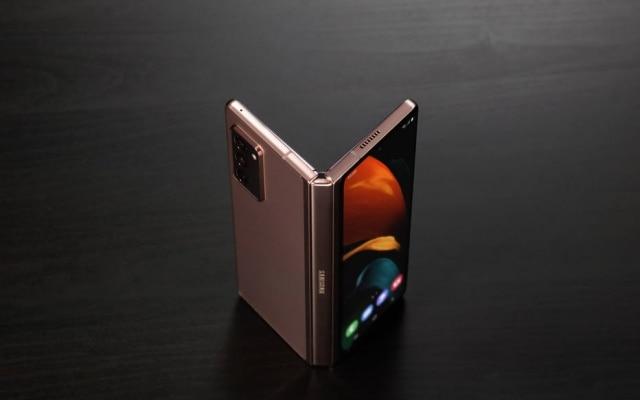 O smartphone dobrável Galaxy Z Fold 2 será produzido no Brasil