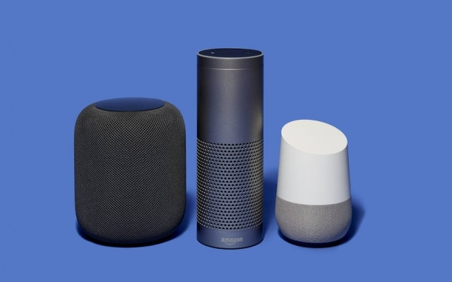 Hoje, Google Home (à direita) disputa o mercado contra o Home Pod, da Apple (esquerda) e o Echo, da Amazon (centro)